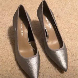 Donald pliner silver low heel pump 7 1/2